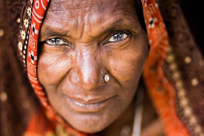 vieille-femme-varanasi
